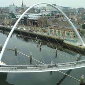 Vídeo de la apertura del puente Gateshead Millenium, en Newcastle