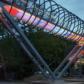Pasarela Slinky Springs to Fame