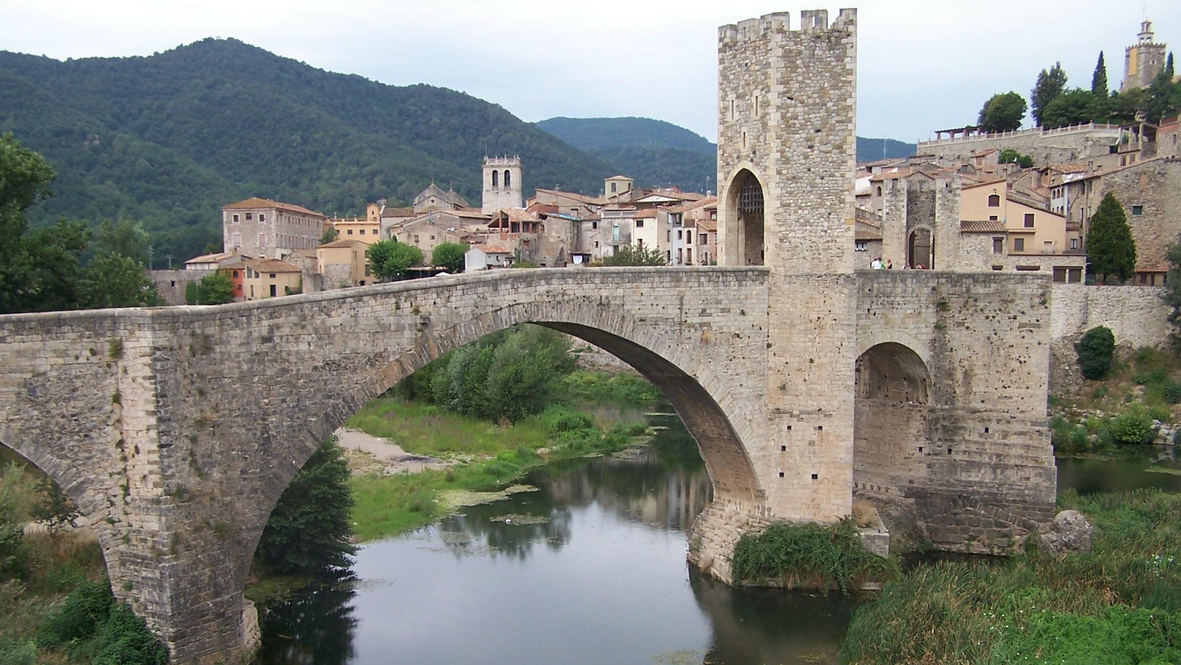 Resultado de imagen para puente besalu