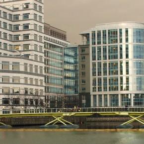 Pasarela Canary Wharf a West India Quay (Londres, Reino Unido)
