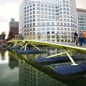 Pasarela Canary Wharf a West India Quay (Londres, Reino Unido)