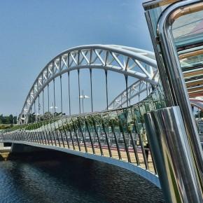 Cámara fija acelerada sobre el puente das Correntes, en Pontevedra