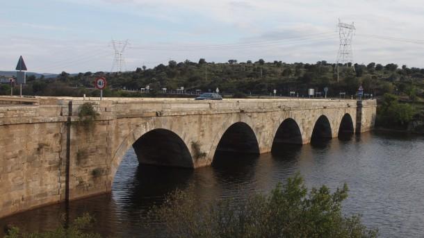 Puente sobre el río Tera