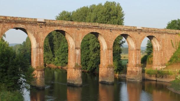 Puente de Saint Pantaleon de Larche (fotografía de Thierry Lacroix)